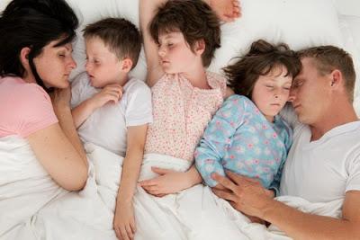 famiglia-letto-notte-diabete