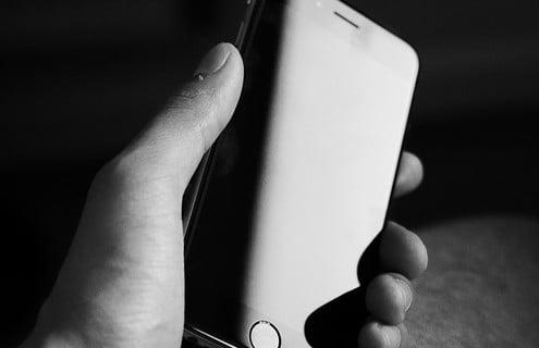 Usi lo smarthphone anche di notte?